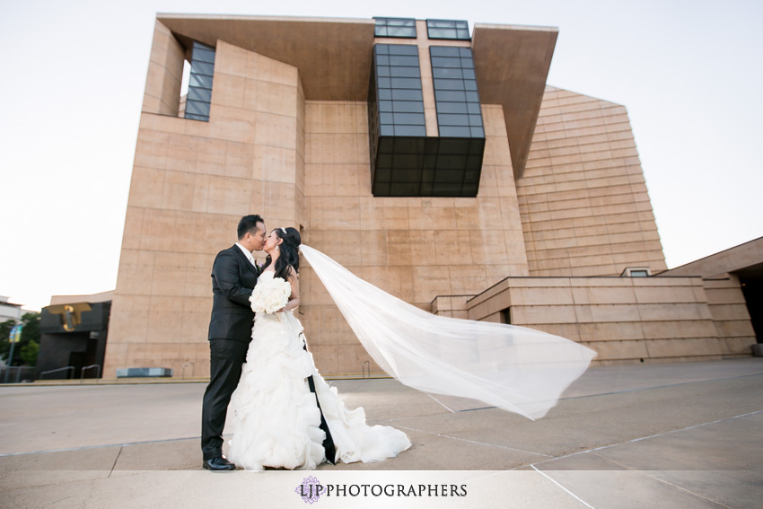 17-cathedral-of-our-lady-of-the-angels-vibiana-los-angeles-wedding-photographer