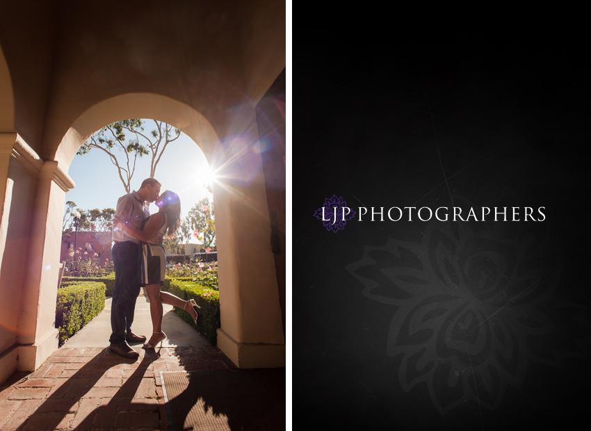 01-beautiful-sunset-engagement-photos