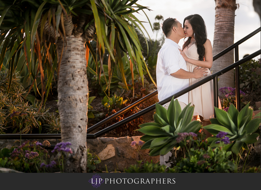 03-beautiful-sunset-beach-engagement-photography