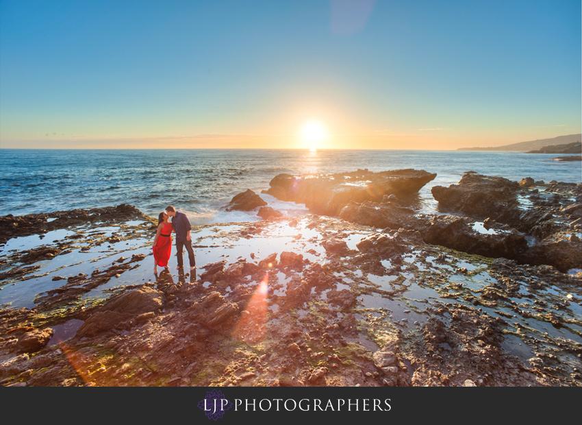 04-beautiful-sunset-engagement-photos