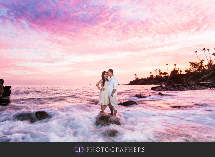 06-beautiful-sunset-beach-engagement-photography