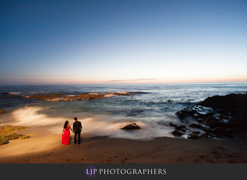 06-beautiful-sunset-engagement-photos