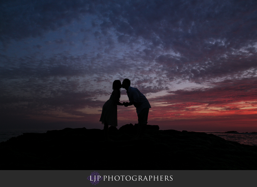 07-beautiful-sunset-beach-engagement-photography