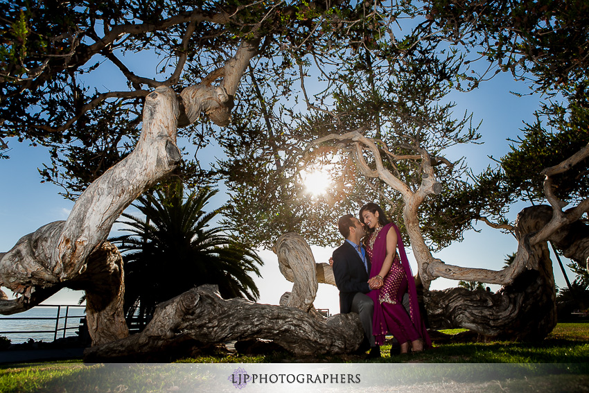 01-laguna-beach-engagement-session-pictures