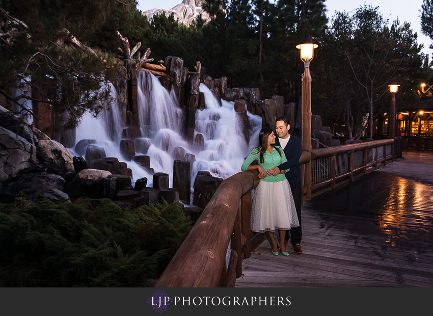 04-magical-engagement-session-pictures