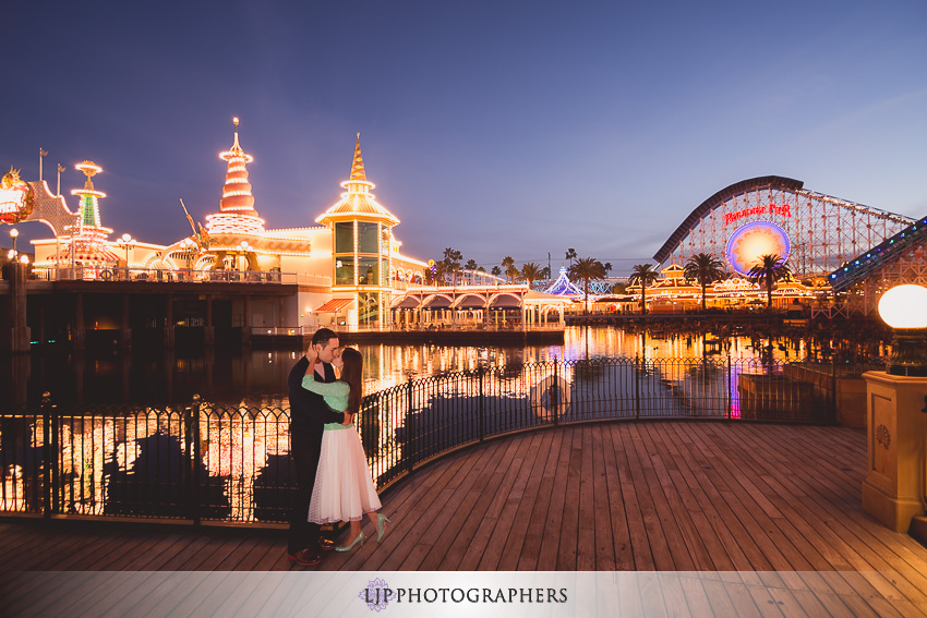 07-magical-engagement-session-pictures