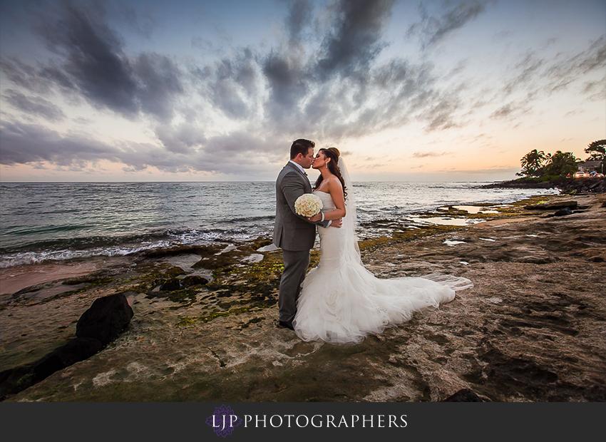 22-kauai-hawaii-destination-wedding-photographer