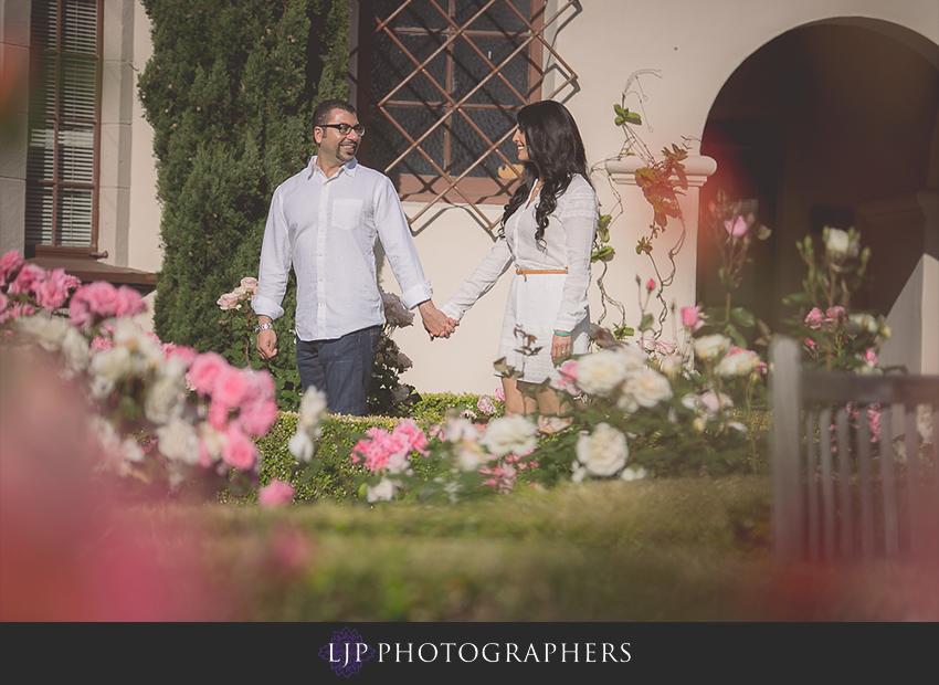 05-romantic-laguna-beach-engagement-photos