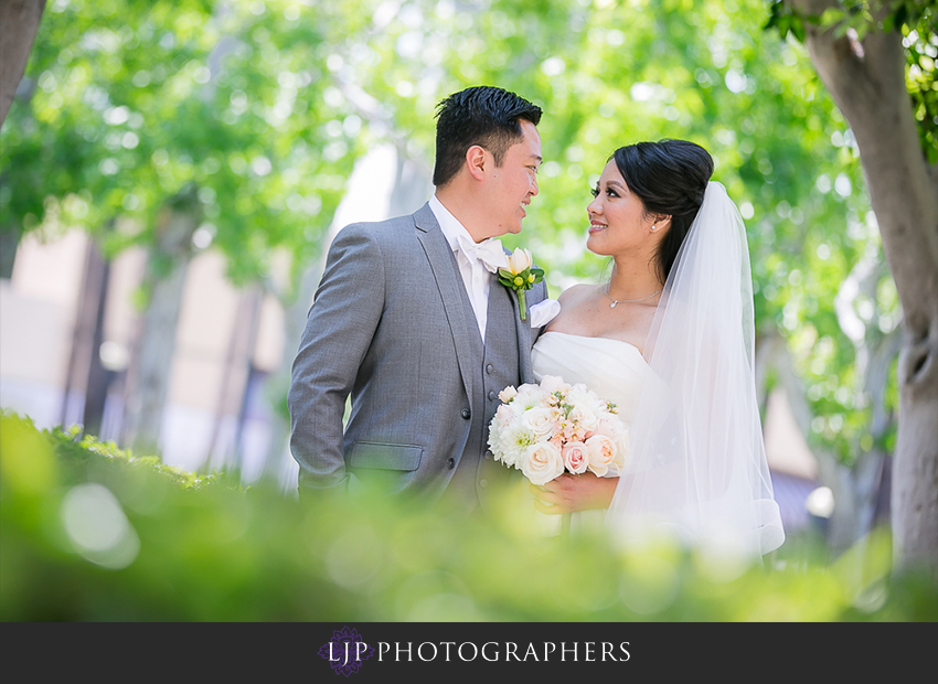 09-avenue-of-the-arts-wyndham-hotel-wedding-photographer