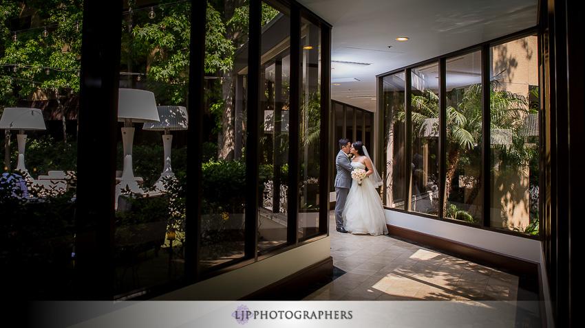 12-avenue-of-the-arts-wyndham-hotel-wedding-photographer