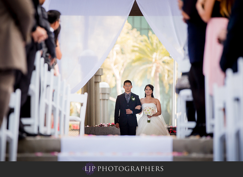 16-avenue-of-the-arts-wyndham-hotel-wedding-photographer