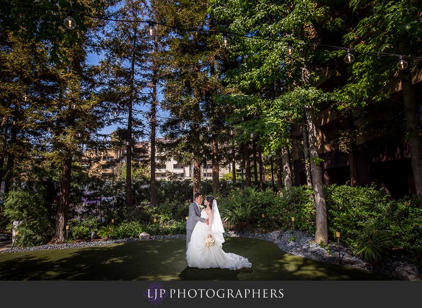 19-avenue-of-the-arts-wyndham-hotel-wedding-photographer