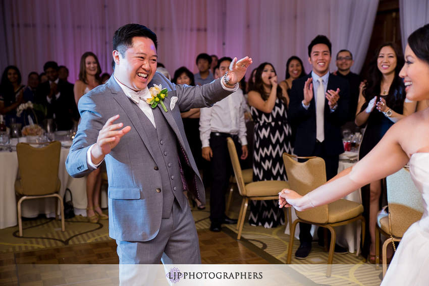 23-avenue-of-the-arts-wyndham-hotel-wedding-photographer