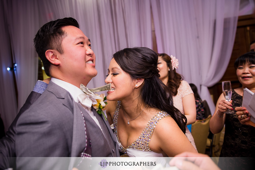 27-avenue-of-the-arts-wyndham-hotel-wedding-photographer