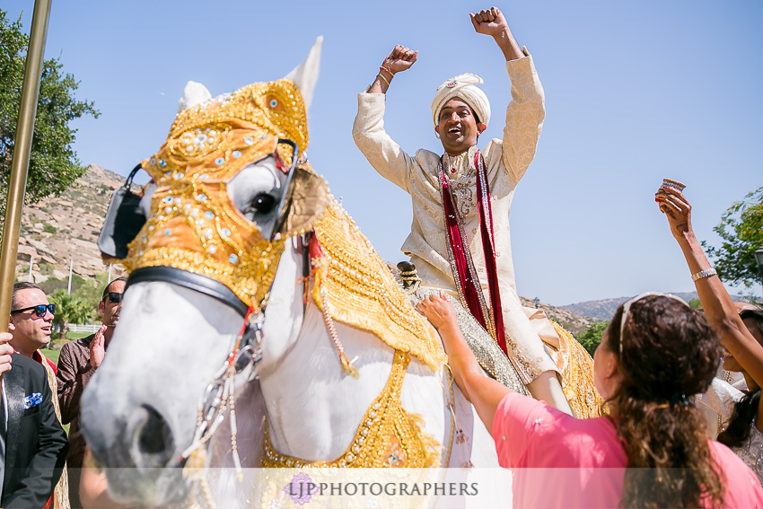 08-hummingbird-nest-ranch-indian-wedding-photographer