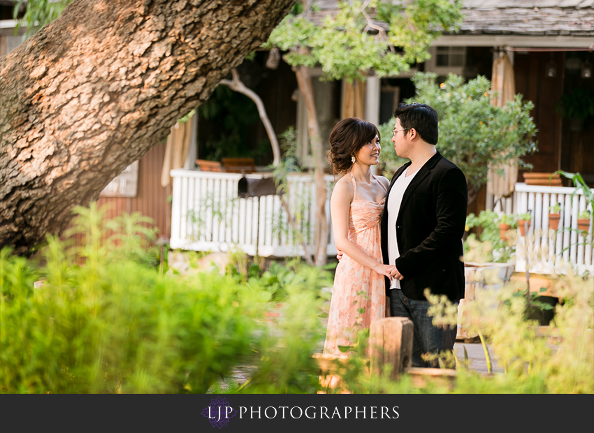 08-cute-orange-county-engagement-photos
