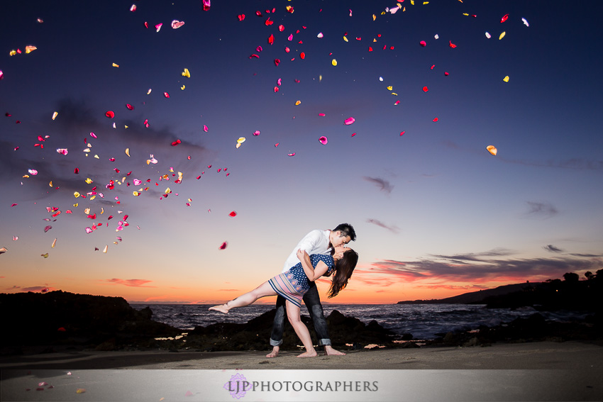 11-fun-romantic-beautiful-engagement-photos