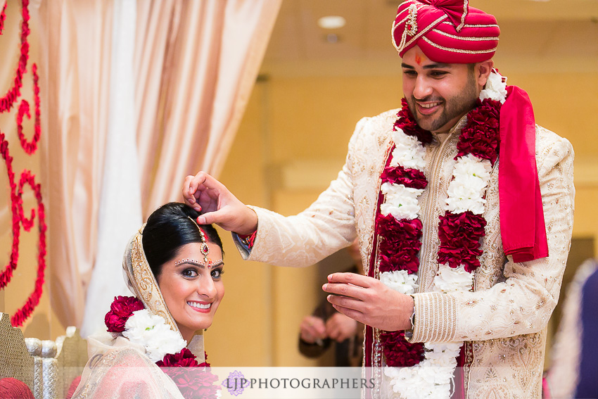 17-santa-clara-marriott-indian-wedding-photographer