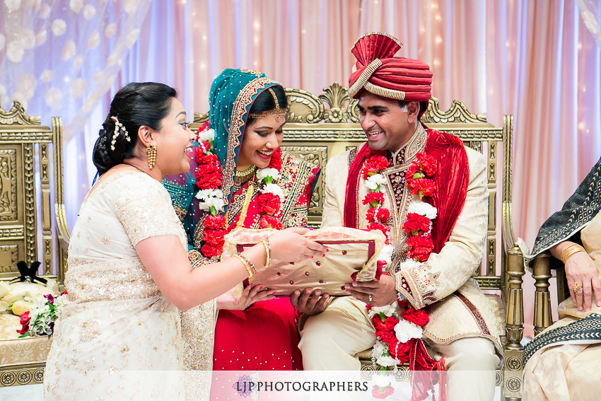 35-hilton-costa-mesa-indian-wedding-photographer