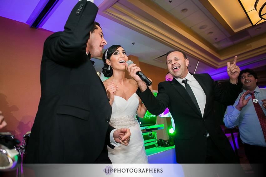 41-newport-beach-marriott-wedding-photographer