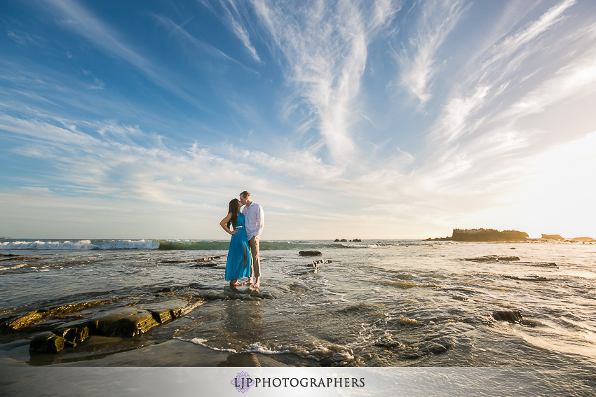 04-beautiful-fall-beach-engagement-photograher