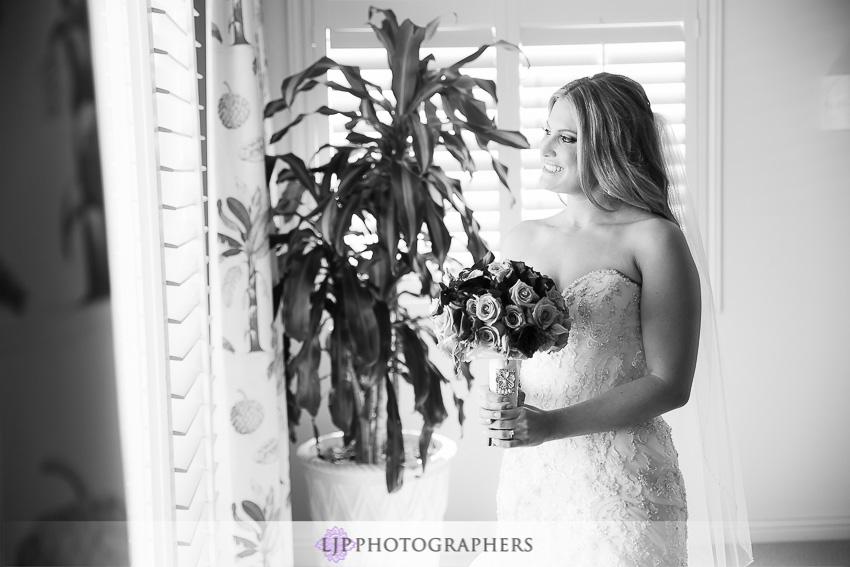 06-crystal-cove-newport-beach-wedding-photographer-getting-ready-photos
