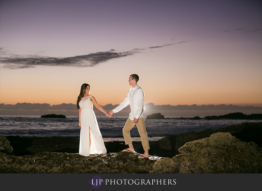 11-beautiful-fall-beach-engagement-photograher