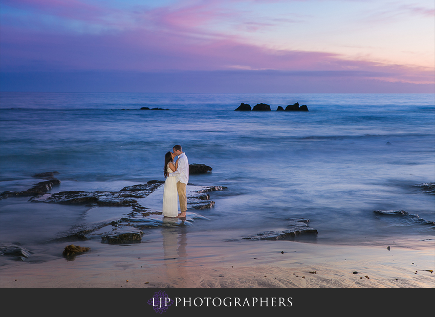 12-beautiful-fall-beach-engagement-photograher