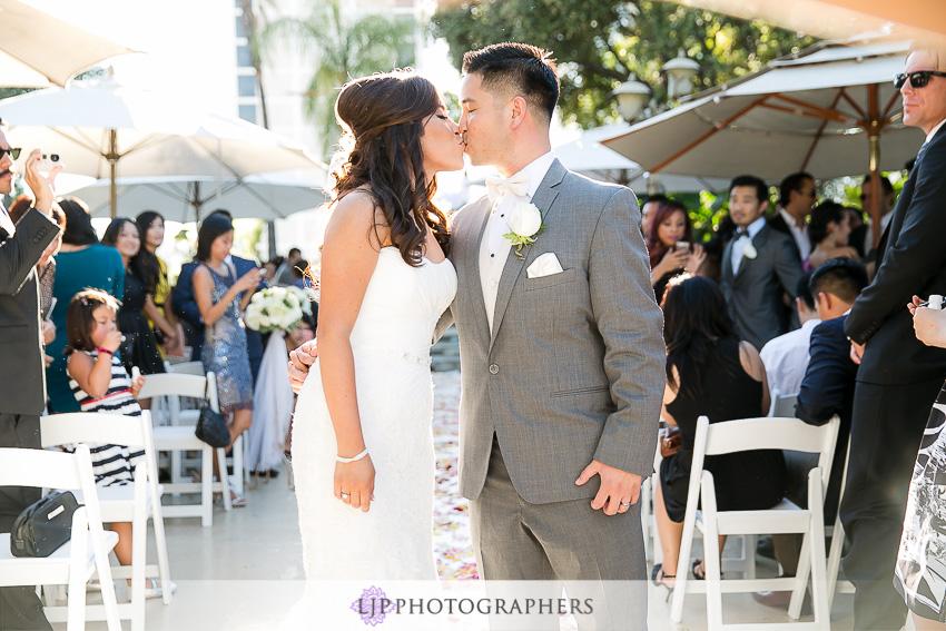 16-hilton-los-angeles-universal-city-wedding-photographer