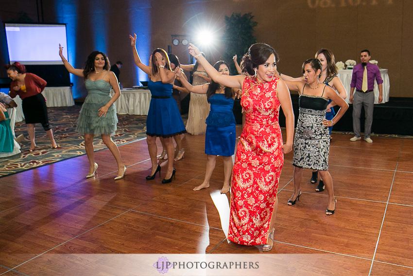 24-hilton-los-angeles-universal-city-wedding-photographer