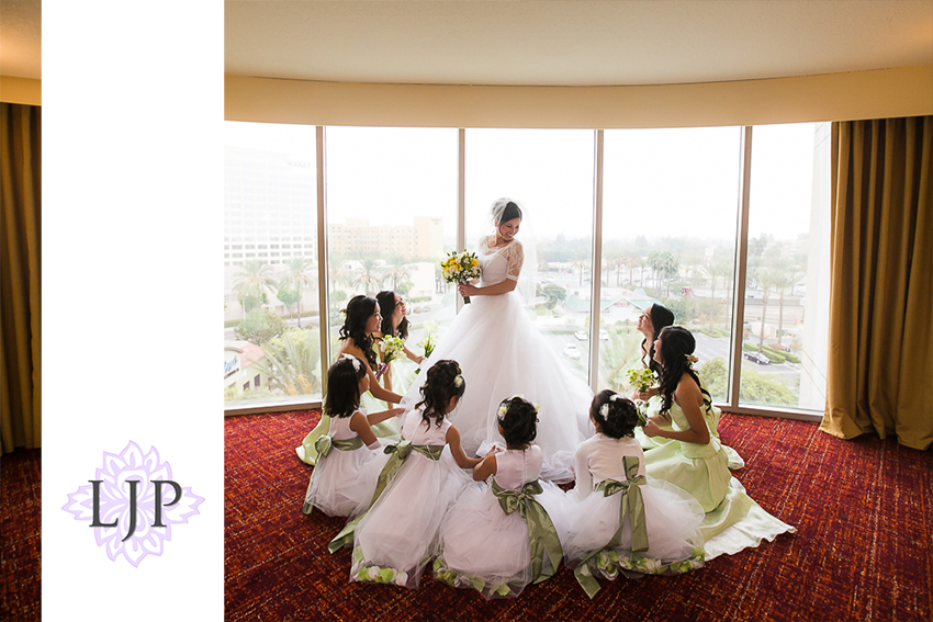 006-christ-cathedral-wedding-photographer-getting-ready-photos