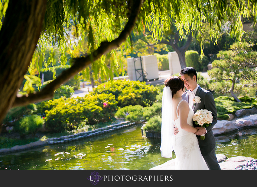 016-earl-burns-miller-japenese-garden-wedding-photographer-couple-session-wedding-party-photos