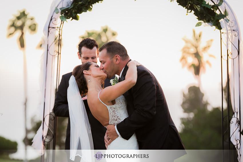 017-crowne-plaza-hotel-redondo-beach-wedding-photographer-wedding-ceremony-photos
