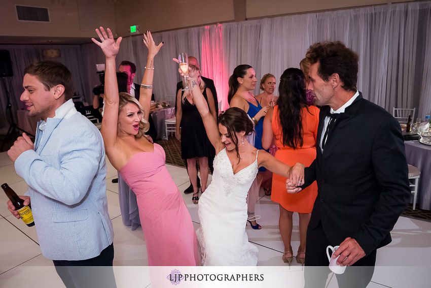 032-crowne-plaza-hotel-redondo-beach-wedding-photographer-wedding-reception-photos