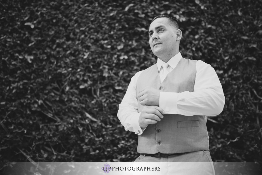 07-the-villa-del-sol-fullerton-wedding-photographer-getting-ready-photos