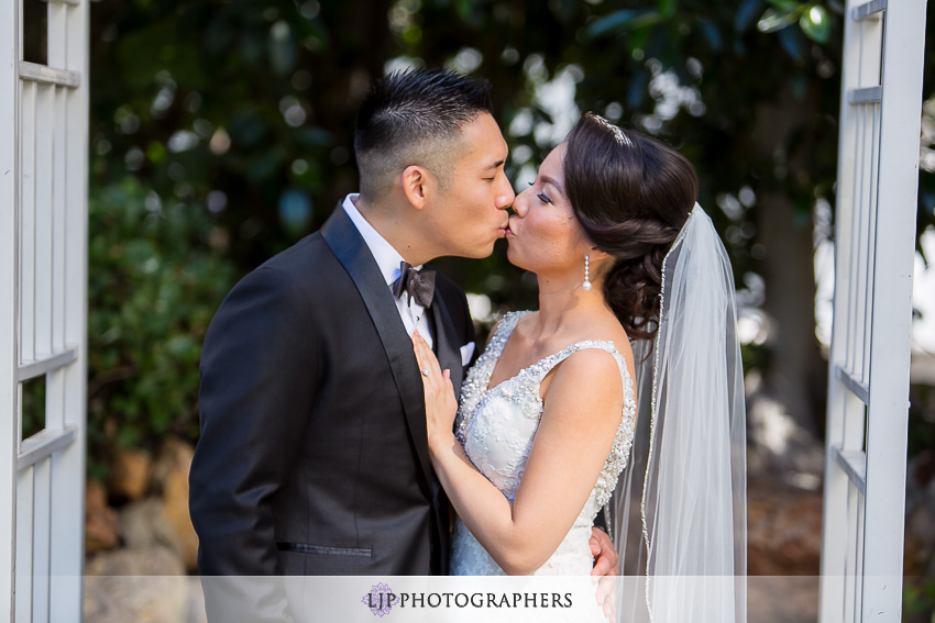 08-vibiana-los-angeles-wedding-photographer-first-look-couple-session-photos