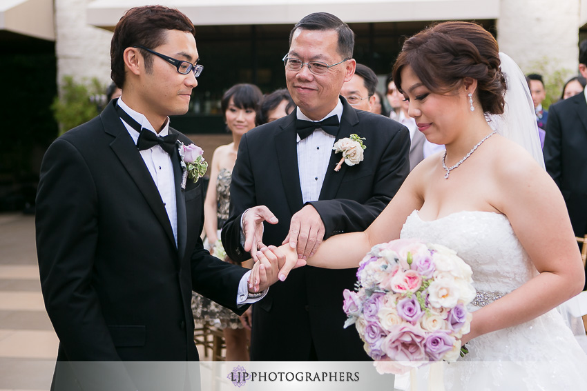 17-doubletree-by-hilton-hotel-monrovia-pasadena-wedding-photographer-wedding-ceremony-photos