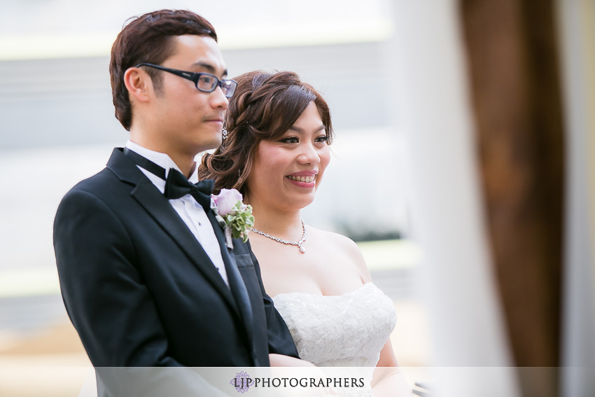 18-doubletree-by-hilton-hotel-monrovia-pasadena-wedding-photographer-wedding-ceremony-photos