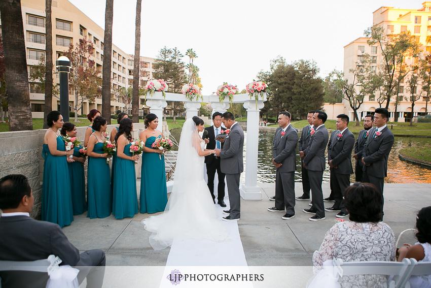 22-avenue-of-the-arts-wyndham-costa-mesa-hotel-wedding-photographer-wedding-ceremony-photos