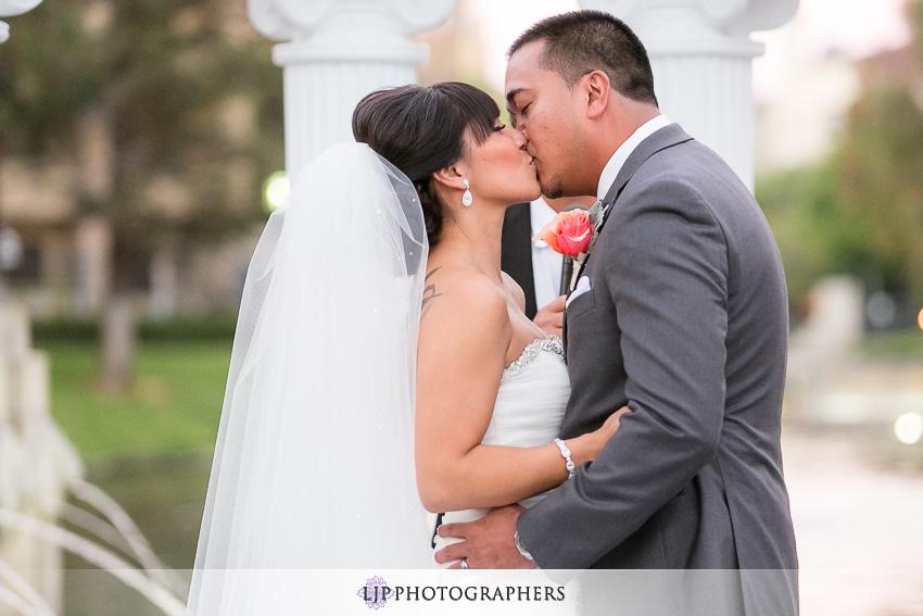 23-avenue-of-the-arts-wyndham-costa-mesa-hotel-wedding-photographer-wedding-ceremony-photos