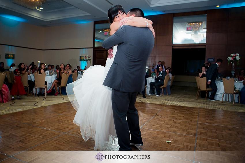 27-avenue-of-the-arts-wyndham-costa-mesa-hotel-wedding-photographer-wedding-reception-photos