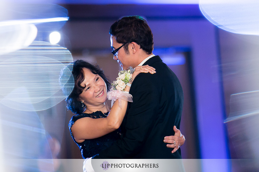 28-doubletree-by-hilton-hotel-monrovia-pasadena-wedding-photographer-wedding-reception-photos