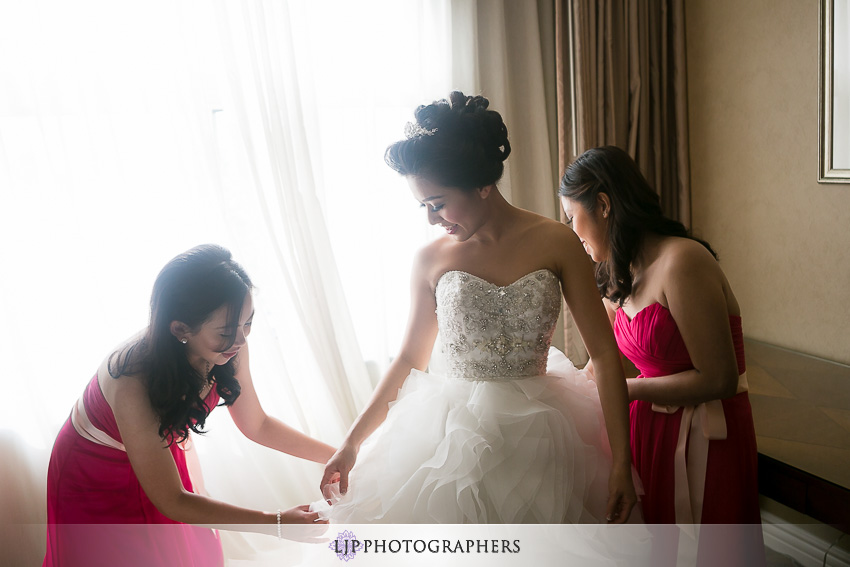 02-hilton-los-angeles-universal-city-wedding-photographer-getting-ready-photos