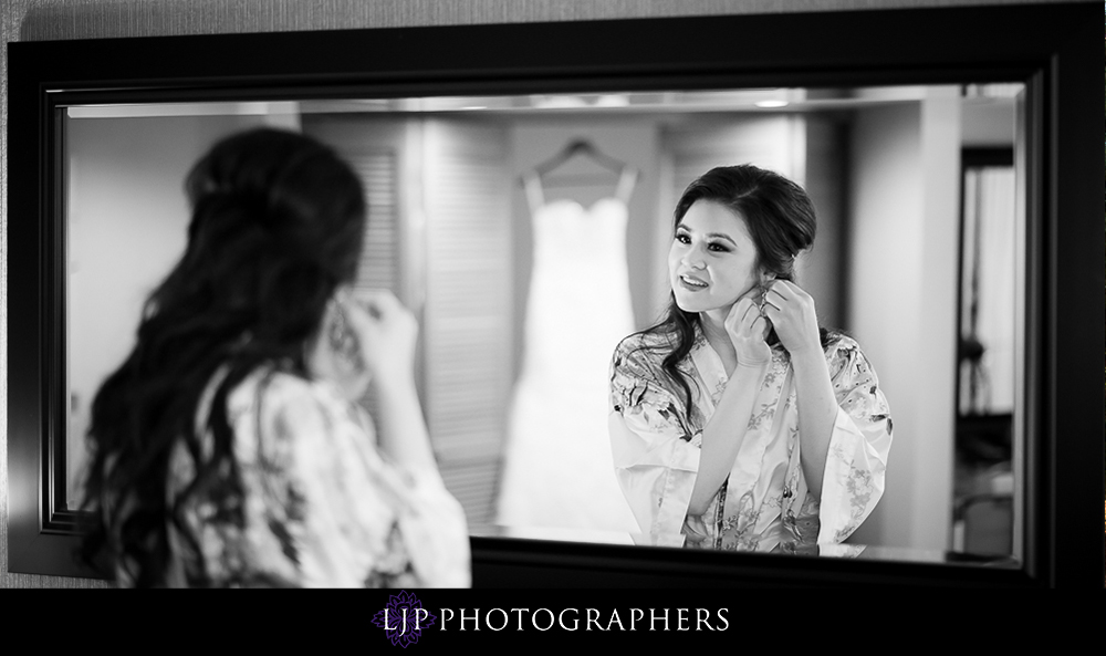 02-rose-center-theater-wedding-photographer-getting-ready-photos