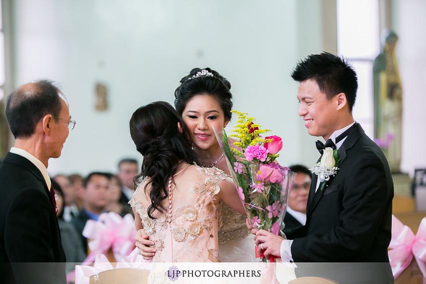 10-hilton-los-angeles-universal-city-wedding-photographer-wedding-ceremony-photos