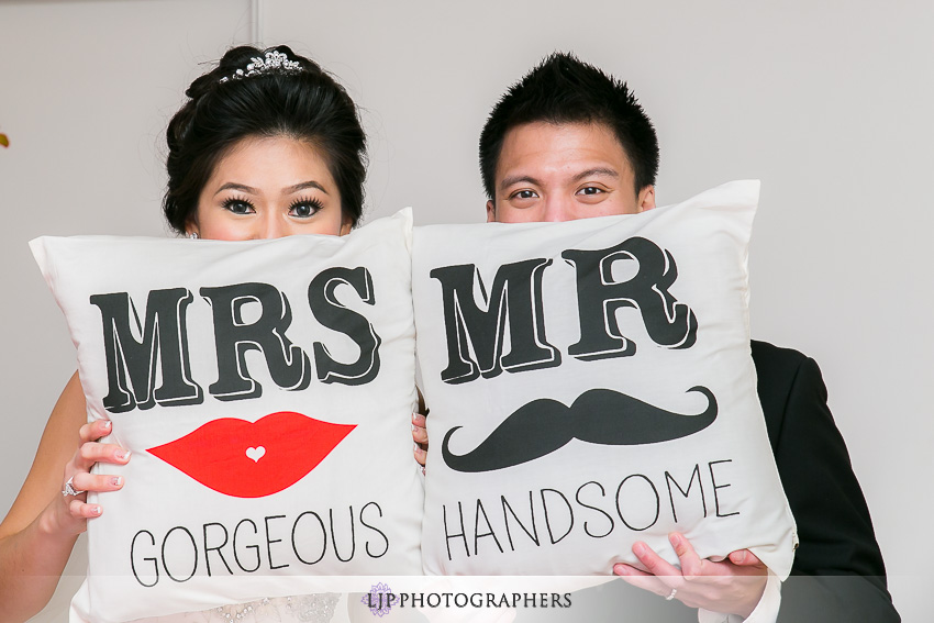 12-hilton-los-angeles-universal-city-wedding-photographer-couple-session-photos