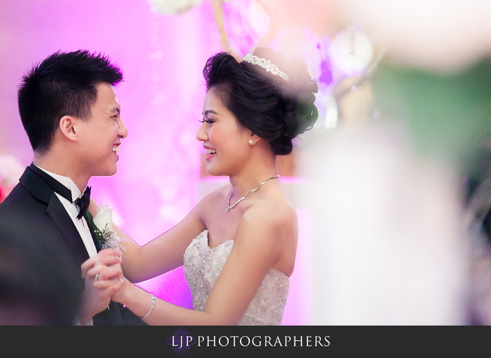 18-hilton-los-angeles-universal-city-wedding-photographer-wedding-reception-photos
