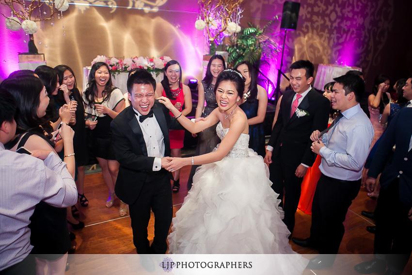 20-hilton-los-angeles-universal-city-wedding-photographer-wedding-reception-photos