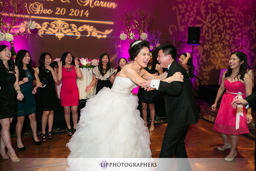 21-hilton-los-angeles-universal-city-wedding-photographer-wedding-reception-photos