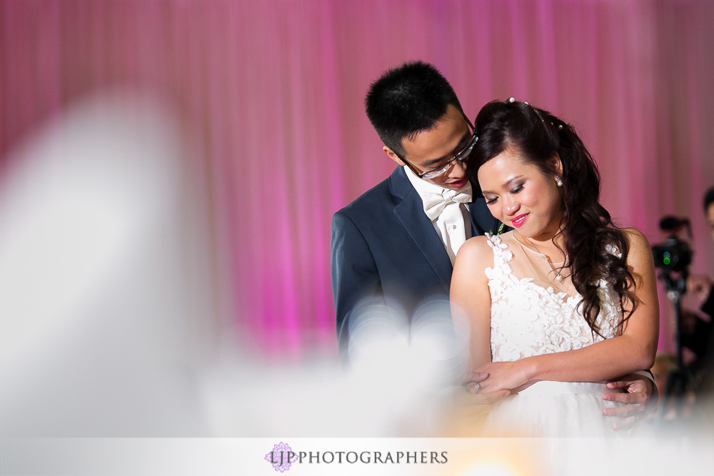 27-irvine-marriott-wedding-photographer-wedding-reception-photos
